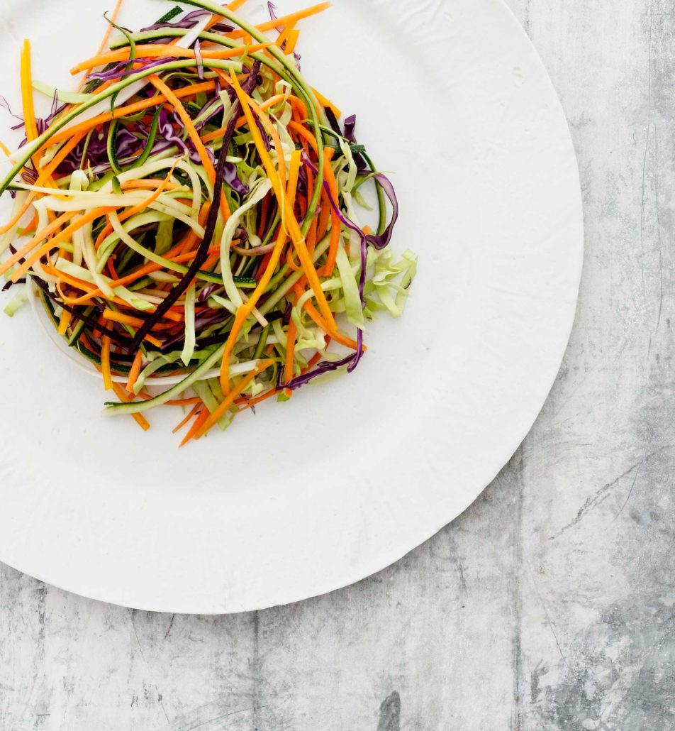 Rasilaisen raikkaat kasvissalaatit ovat hurmaavan helppo tapa lisätä kasvisten käyttöä.Maukkaat salaattimme lisäävät ateriasi kasvispitoisuutta. Ne sopivat myös ruokaisan salaatin tai kasvislautasen ainesosaksi ja kruunaavat grilliaterian.